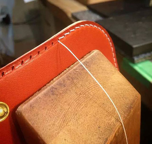 Sewing the cover of wallet