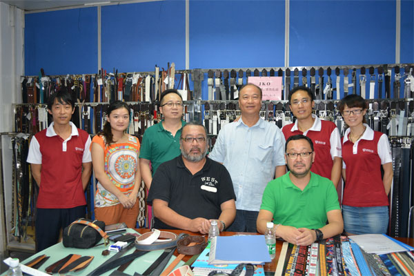 aol-customers&jd-leather-goods-staff-photo-August-22-201