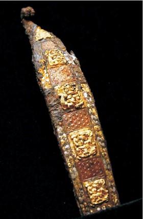 A ancient metal belt hook