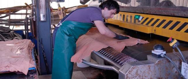 (5/6) A tannery in Italian Conceria Tempesti - Vegetable Tanning