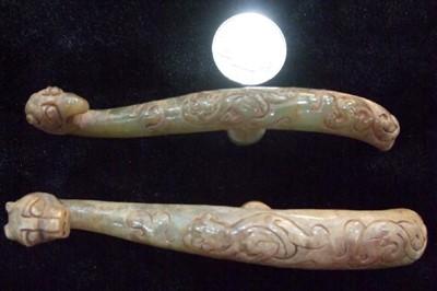 Iron and jade belt hook