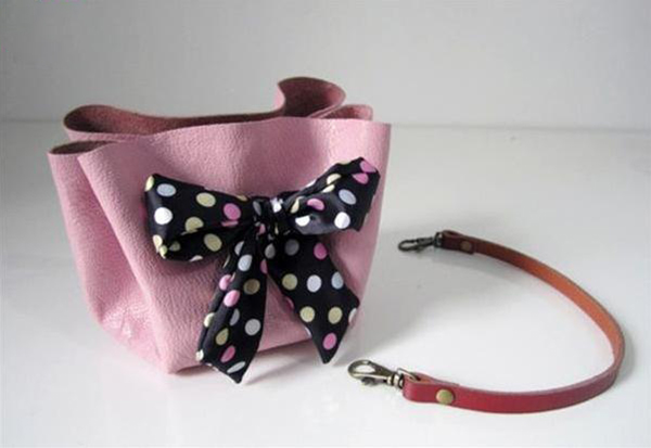 Tieing a bowknot