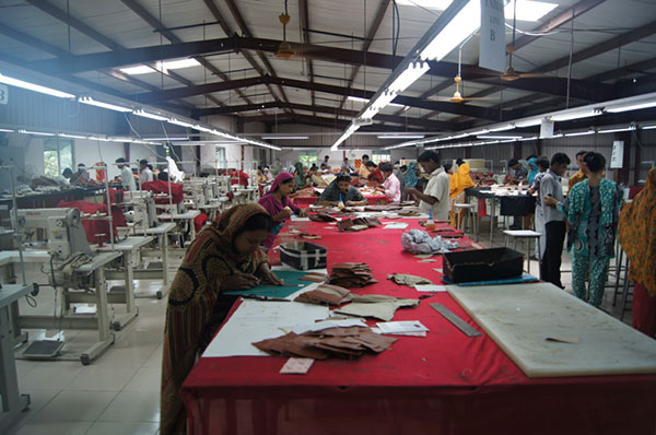The Process of Manufacturing Leather Bags